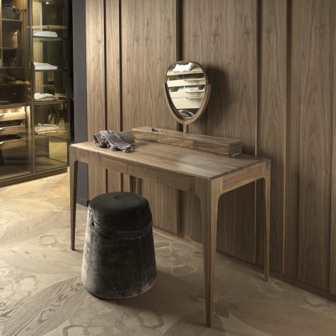 Toilette in solid walnut