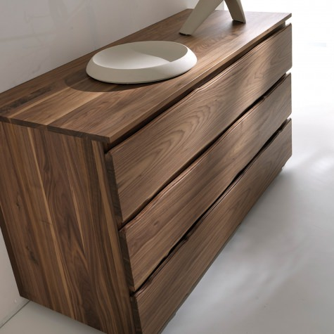 Chest of drawers in solid walnut with 3 drawers