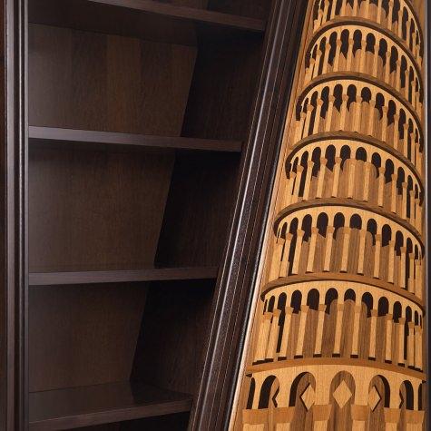 Libreria in legno intarsiato Torre di Pisa