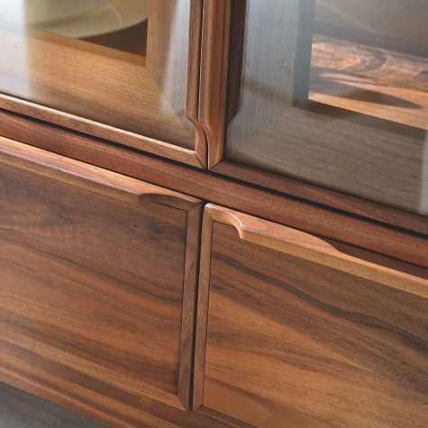 Glass cabinet in solid walnut with 2 doors and 2 drawers