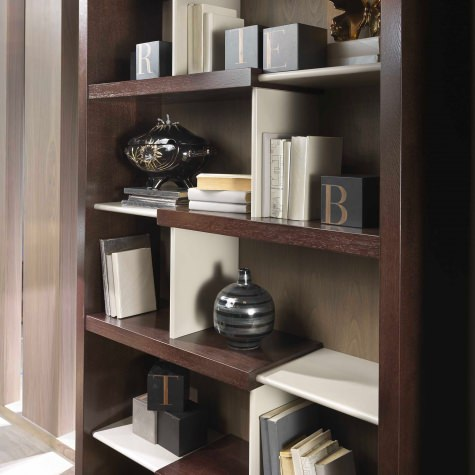 Bookcase in oak with lacquered shelves