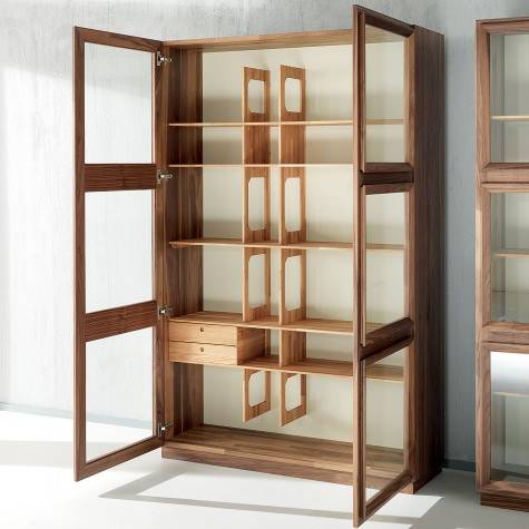 Glass cabinet in sold walnut with 2 doors