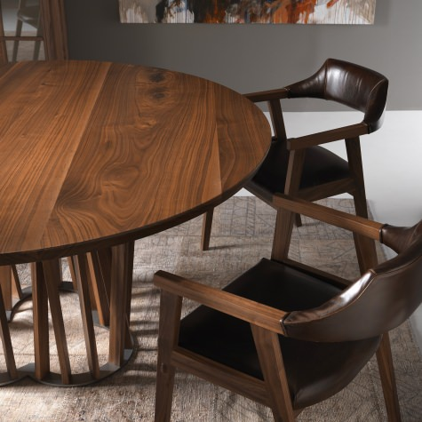 Round table in solid walnut or oak