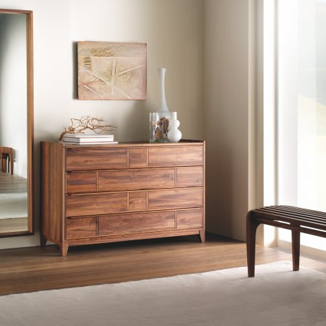 Chest of drawers in solid walnut or oak with 4 drawers