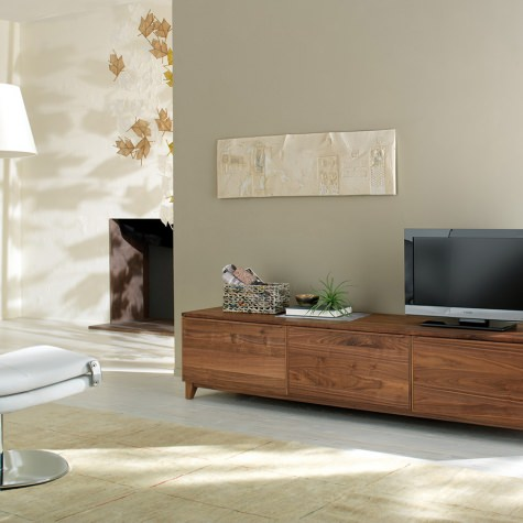 Sideboard in solid walnut or oak with 2 doors in wood