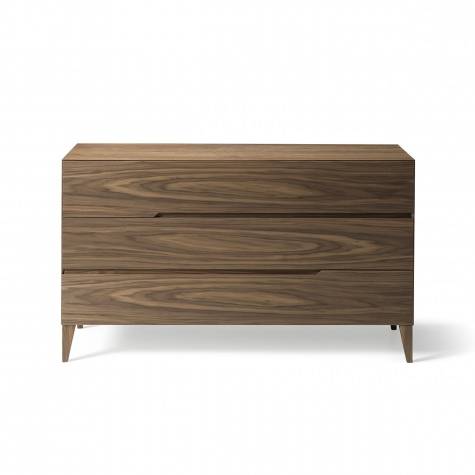 Chest of drawers in solid walnut