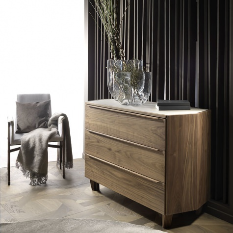 Chest of drawers in solid walnut or oak