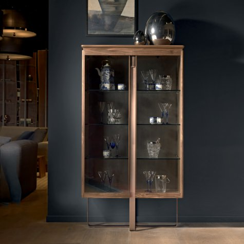 Glass cabinet with two doors in solid walnut