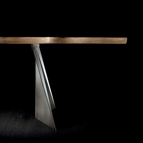 Table in solid walnut or oak